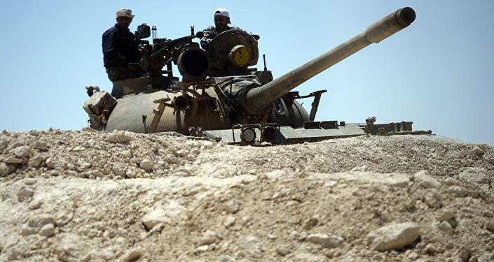 Um tanque do exército sírio nas imediações de Palmira (foto de arquivo)