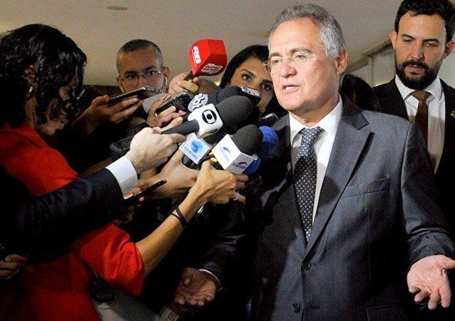 Renan Calheiros fala com a imprensa nesta terça (13) e critica denúncias de Janot