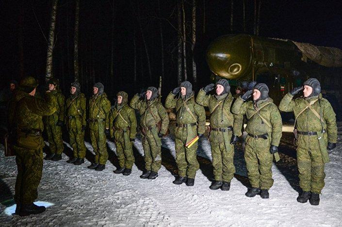 Sistemas de mísseis em prevenção de combate na região de Novossibirsk.