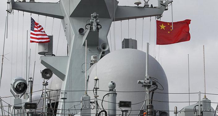 Fragata chinesa Yancheng em San Diego em 6 de dezembro de 2016, durante uma visita da Marinha da China à Califórnia