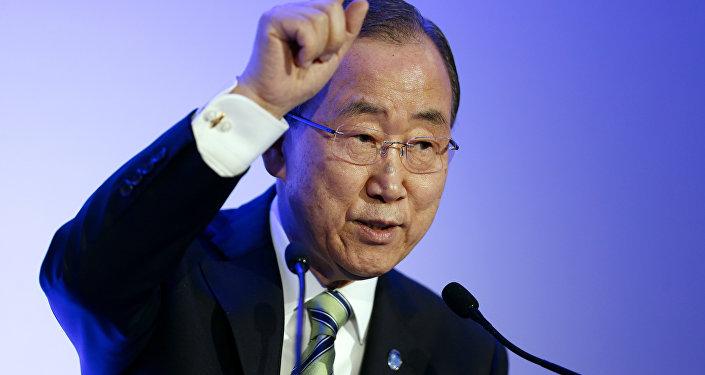 O secretário-geral da ONU, Ban Ki-Moon discursa durante uma conferência sobre mudanças climáticas COP21 em Paris