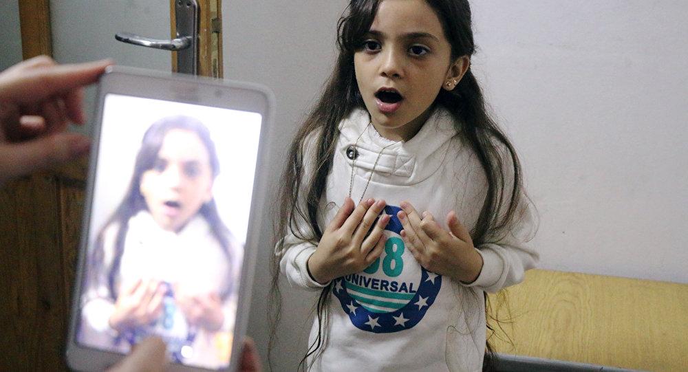 Os tweets, escritos em inglês perfeito por Bana e sua mãe, Fatemah, contam da maneira dramática como é, supostamente, a vida em Aleppo oriental