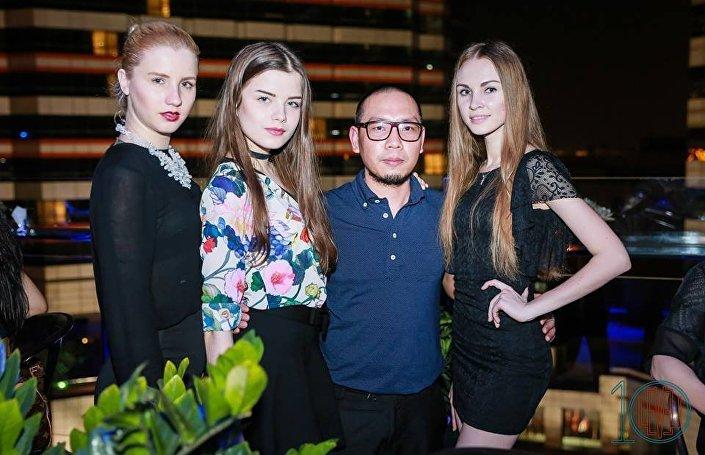 Alex com modelos