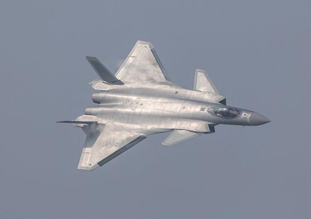 Caça furtivo chinês J-20 durante um show aéreo em Zhuhai, província de Guangdong, China