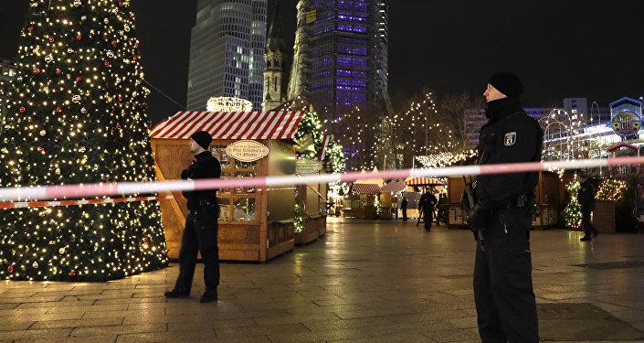 Polícia em feira de Natal atingida por caminhão em Berlim, Alemanha (arquivo)