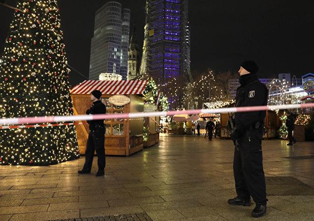 Polícia em feira de Natal atingida por caminhão em Berlim, Alemanha