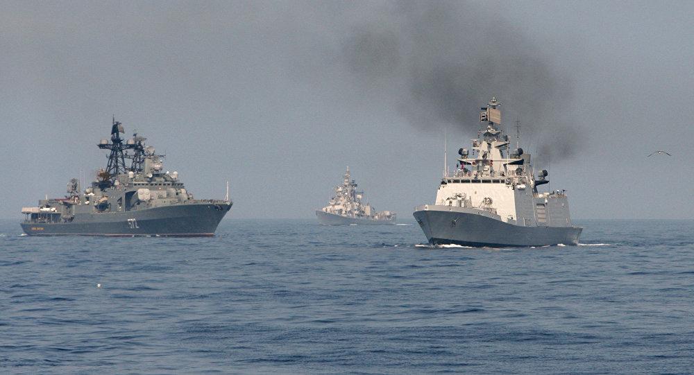 Exércícios navais conjuntos da Rússia e Índia no Golfo de Bengala