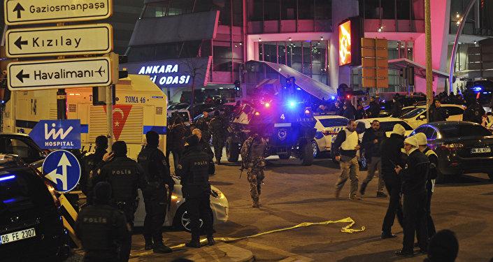 Polícia turca cerca área próxima ao local do assassinato do embaixador russo em Ancara, Andrei Karlov