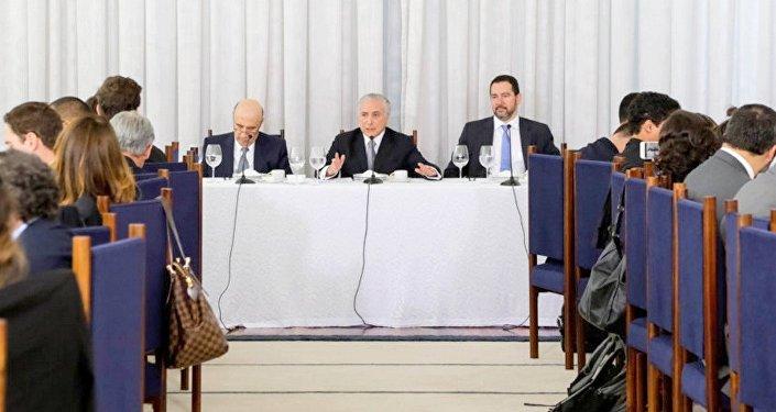 Michel Temer em café da manhã com jornalistas no Palácio da Alvorada