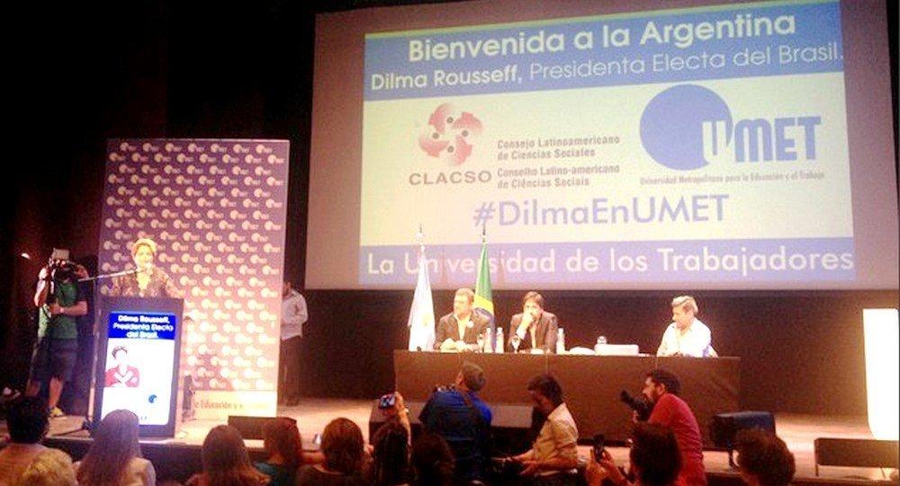 Dilma discursa na Universidade portenha