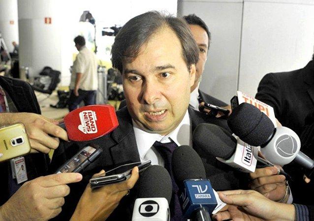 Rodrigo Maia diz que governo pode instituir por decreto contrapartidas dos estados