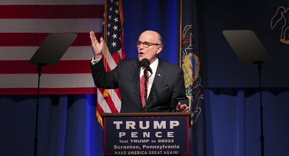 Ex-prefeito de Nova York, Rudy Giuliani, participa da campanha do então candidato à presidência dos EUA, Donald Trump, 7 de novembro, 2016, Scranton, EUA