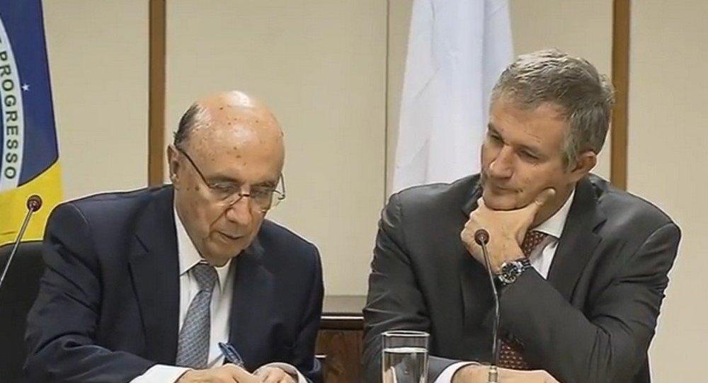 O ministro da Fazenda, Henrique Meirelles e o embaixador da França no Brasil, Laurent Bili  assinam termo de adesão do país no Clube de Paris