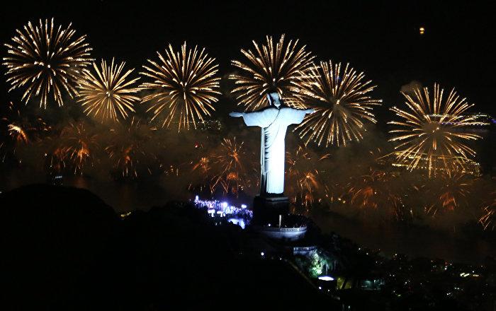Resultado de imagem para cristo redentor com fogos de artificio