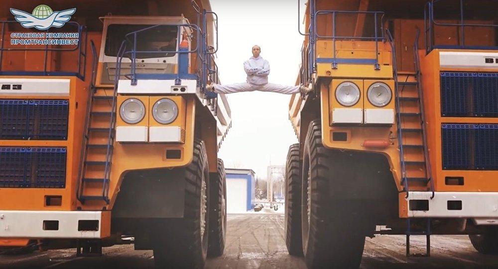 Espacate entre caminhões de Van Damme é recriada por bielorrusso