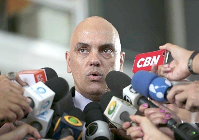 O ministro da Justiça, Alexandre de Moraes, fala à imprensa após reunião com a presidente do STF, Cármen Lúcia
