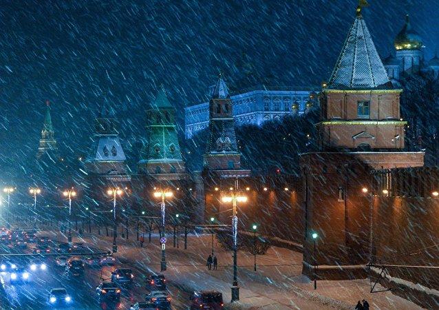 Autoridades afirmam que as nevascas devem continuar até o final da manhã desta quinta-feira, 5