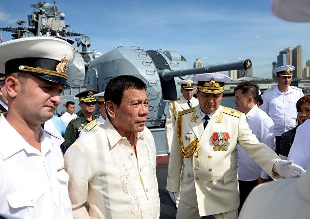 Rodrigo Duterte visita navio russo Admiral Tributs, 6 de janeiro, Manila