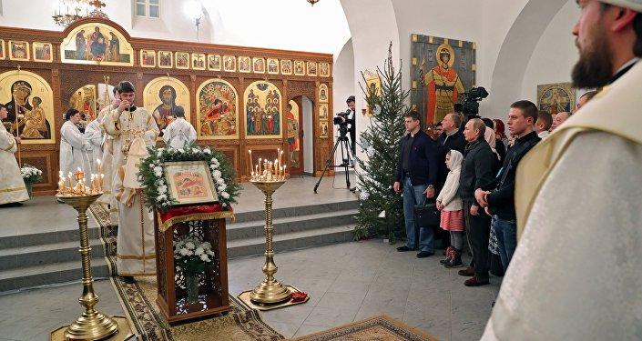 Natal é tempo de refletir e agir humanamente, de tratar os parentes com amor e aqueles que precisam de ajuda, acredita o presidente russo Vladimir Putin