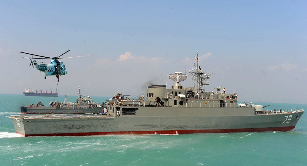 Destróier iraniano Jamaran no Golfo Pérsico, fevereiro de 2009