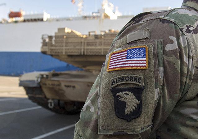 Tropas norte-americanas passam através Alemanha para Leste Europeu