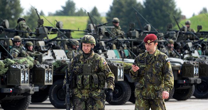 Militares tchecos do batalhão aéreo antes dos exercícios da OTAN, República Tcheca (foto de arquivo)