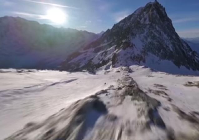 Voo pitoresco nos Alpes suíços