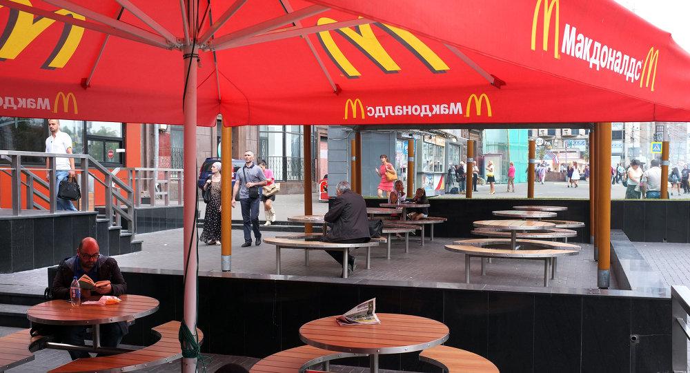 O primeiro McDonald's da Rússia, inaugurado em Moscou em 1990