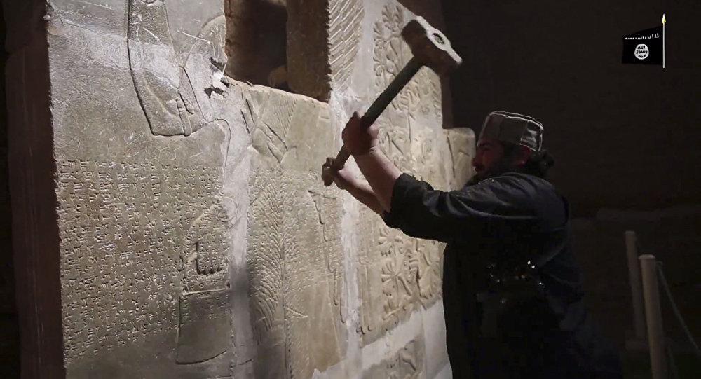 Militante do Estado Islâmico ataca sítio arqueológico no Iraque