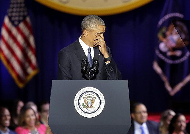 Presidente norte-americano Barack Obama chora durante o discurso de despedida em Chicago, EUA, 10 de janeiro de 2017