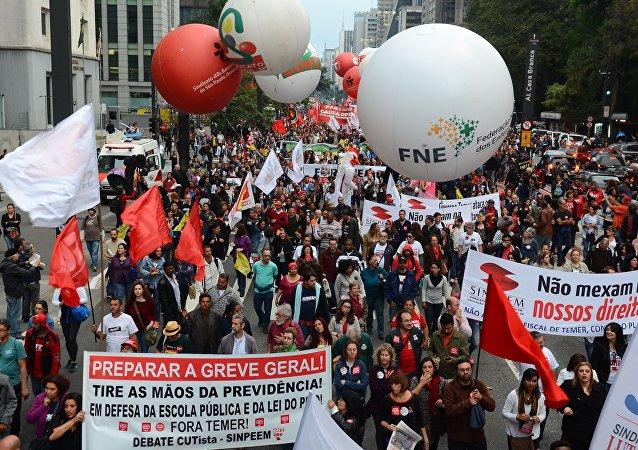 Conlutas faz protesto contra Lula