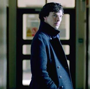Benedict Cumberbatch interpreta o papel de Sherlock Holmes na série de TV