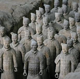 Esculturas do Exército de Terraccota exibidas no Museu do Exército de Terraccota popular de Xian, na província de Xangai (China)