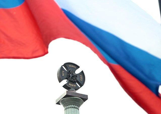 Fragmento do monumento à Milícia popular de todo o tempo na cerimônia de abertura, Simferopol, Crimeia, Rússia (foto de arquivo)