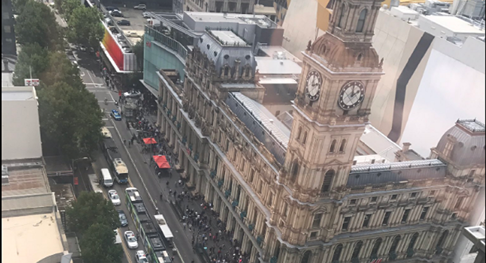 Polícia fecha ruas no centro de Melbourne, Austrália, após carro atropelar multidão de pedestres - 20 de janeiro de 2017