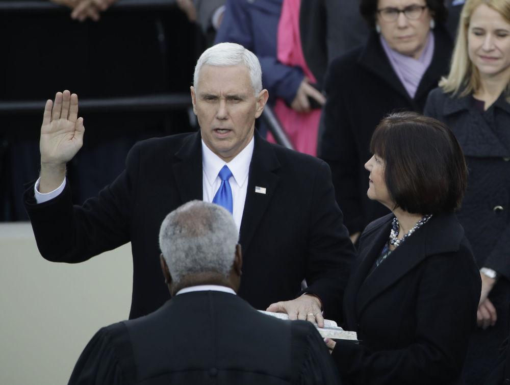 Vice-presidente Mike Pence durante o juramento