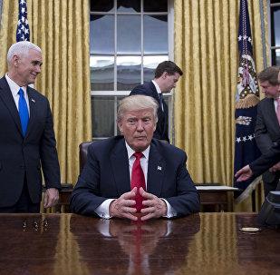O novo presidente dos EUA Donald Trump na Casa Branca, Washington, 20 de janeiro de 2017