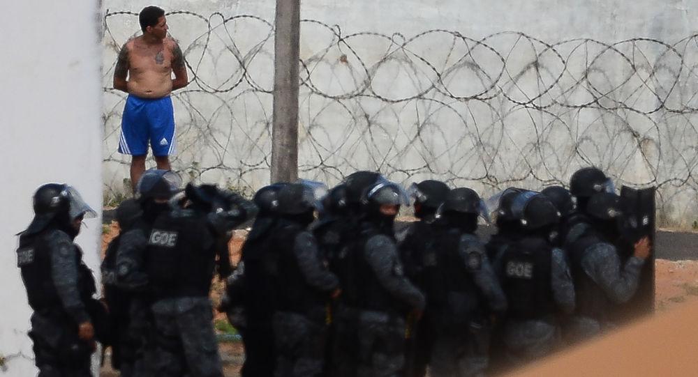 Polícia na cadeia na cidade brasileira de Natal