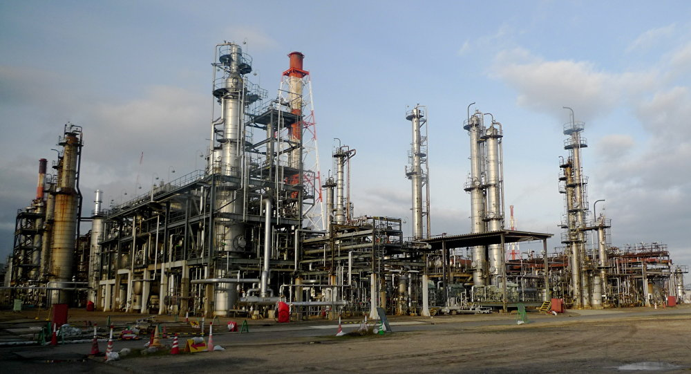 Uma refinaria de petróleo no Japão