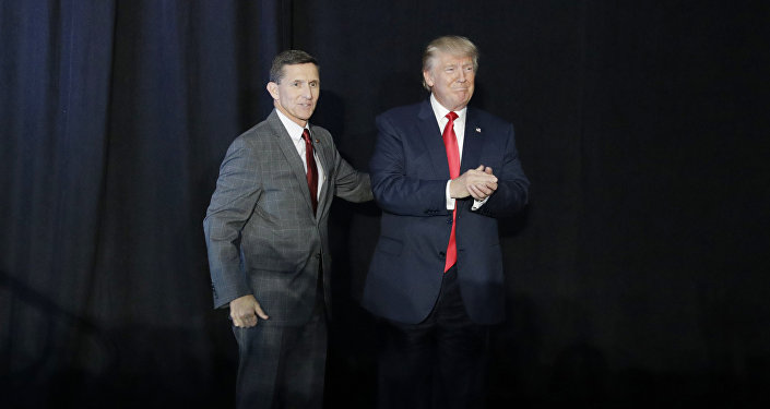 General aposentado Michael Flynn e Donald Trump (foto de arquivo)