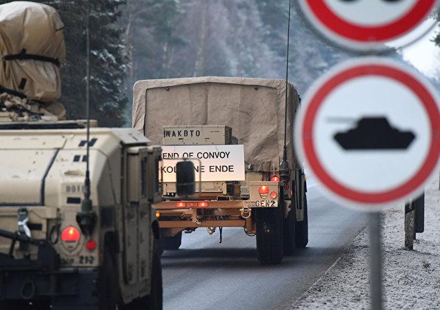 Veículos seguem para Polônia pelo território da Alemanha no âmbito da operação Atlantic Resolve (Resolução Atlântica)