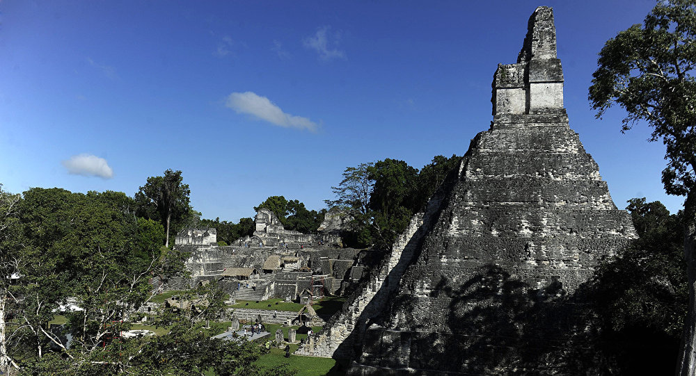 Templo maia, Jaguar Grande, localizado em Tikal, a 560 quilômetros a norte da Cidade de Guatemala, 20 de dezembro de 2012