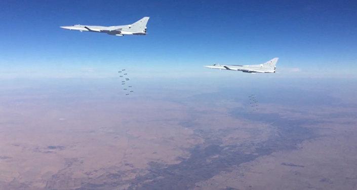 Seis bombardeiros Tu-22M3 atacaram pontos do Daesh em Deir ez-Zor