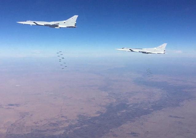Bombardeiros russos atacam pontos do Daesh em Deir ez-Zor