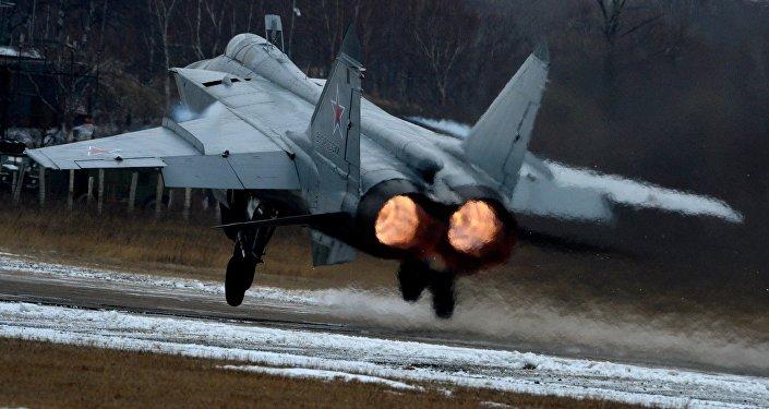 Caça da geração 4++ decola durante os exercícios da aviação de caças na região de Primorie