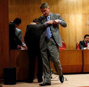 Eike Batista sai da sala de audições após sessão do tribunal em 18 de janeiro de 2014