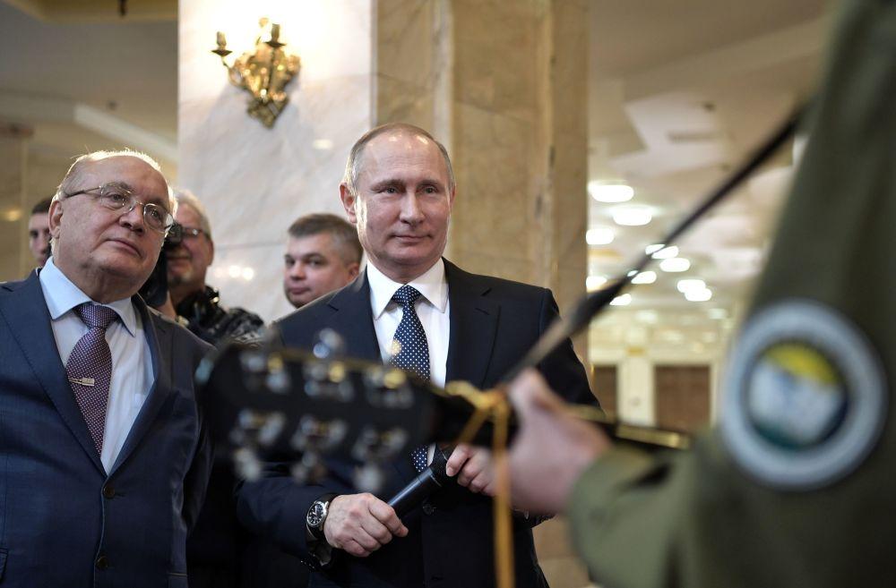 Presidente russo Vladimir Putin visita Universidade Estatal de Moscou Lomonosov no Dia Nacional do Estudante, em 25 de janeiro.