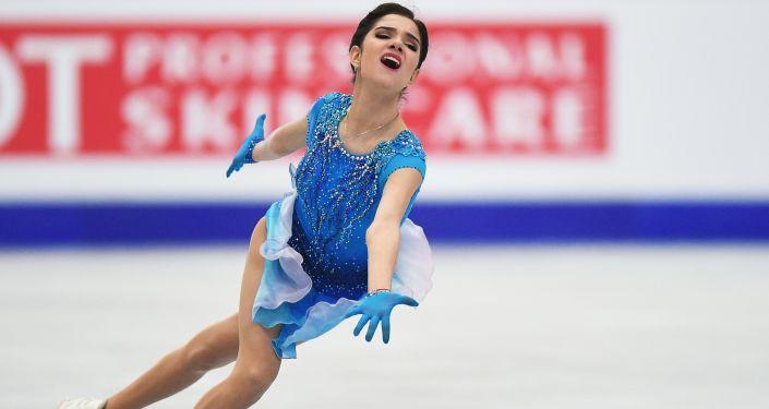 Atleta russa Yevgenia Medvedeva se apresenta no programa curto feminino no Mundial da Europa de Patinação Artística
