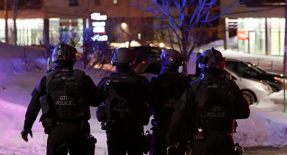 Policiais no local do ataque na cidade de Quebec. 29 de janeiro de 2017