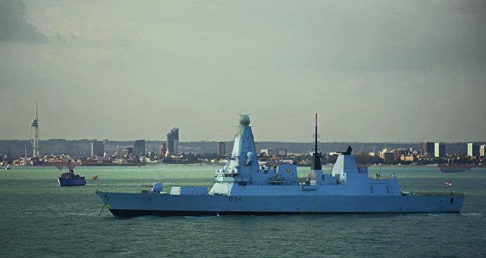 O destroier britânico HMS Diamond